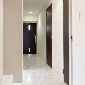 玄関側にも、もう1部屋。(※写真は清掃前のものです)