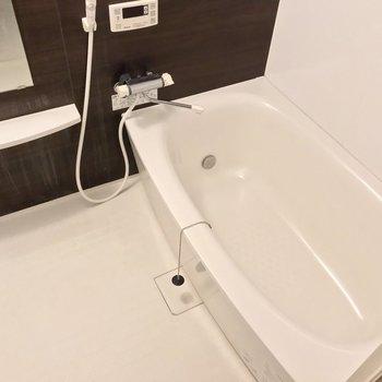 お風呂もゆったり。追焚機能付きでいつでも温かい◎(※写真は清掃前のものです)