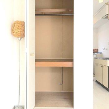 収納はこの一箇所のみ。少し小さめなので整理整頓はしっかりと。※写真は2階の同間取り別部屋のものです