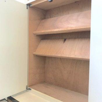 容量は小さめなので、物足りない方は新たにシューズボックスを導入しましょう。※写真は2階の同間取り別部屋のものです