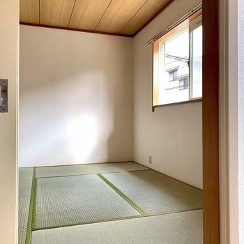 和室に行ってみましょう。※写真は1階の同間取り別部屋のものです