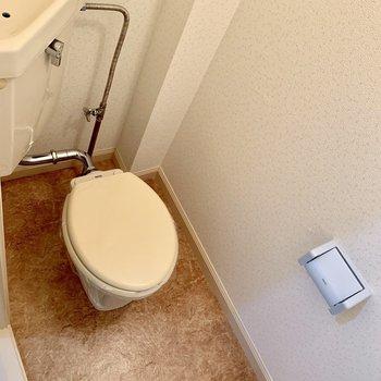トイレはシンプルなデザインでした。※写真は1階の同間取り別部屋のものです