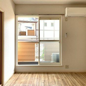 床の質感がやすらぎを与えてくれます。※写真は1階の同間取り別部屋のものです