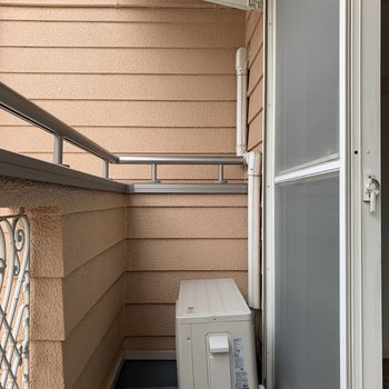 物干し竿が掛けられます。※写真は1階の同間取り別部屋のものです