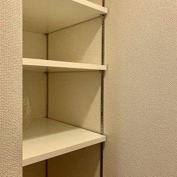 棚には日用品のストックを入れてもいいですね。