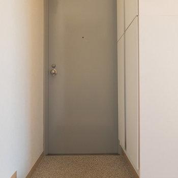 玄関ドアの色合い、可愛いですよね