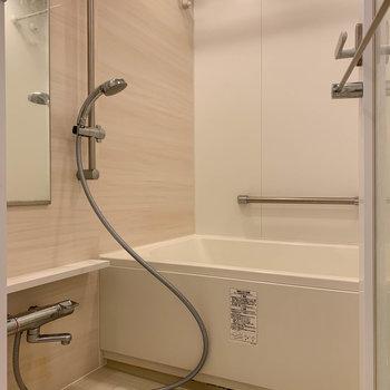浴室乾燥付きのお風呂です。※写真は12階の同間取り別部屋のものです