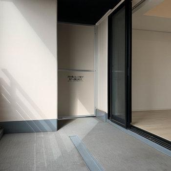 ベランダは幅が広いタイプです。※写真は12階の同間取り別部屋のものです
