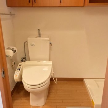 脱衣所の中にトイレ。いつでも綺麗にしておきたいですね。