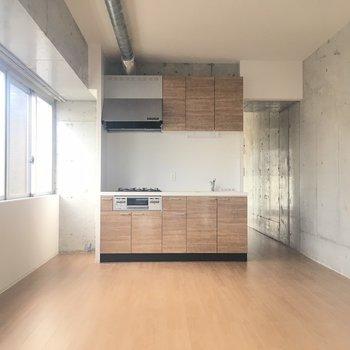ピカピカのキッチンがまぶしい※写真は8階同間取り・別部屋のものです。