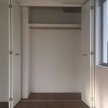 クローゼットの収納はたっぷり※写真は8階同間取り・別部屋のものです。