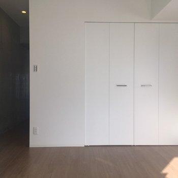 真っ白な壁がかっこいい※写真は8階同間取り・別部屋のものです。