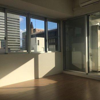 南向きなので日当たり良すぎます!※写真は8階同間取り・別部屋のものです。