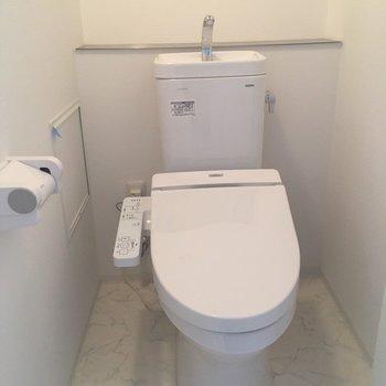 トイレはウオッシュレット付き※写真は8階同間取り・別部屋のものです。