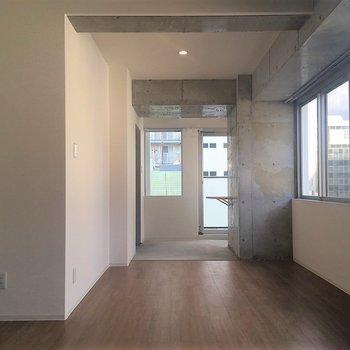 玄関かっこいいですよね!※写真は8階同間取り・別部屋のものです。