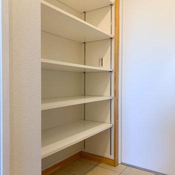 シューズボックスは棚の高さも自由です。