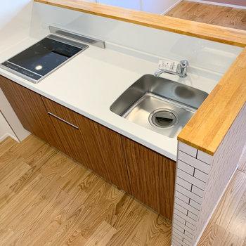 2口IHで調理スペースもあります。
