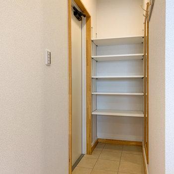 棚も自由に高さが変えられます。