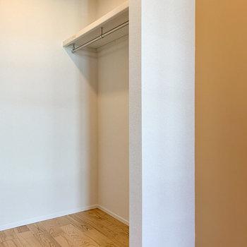 【洋室4.23帖】そして、オープン収納になっています。