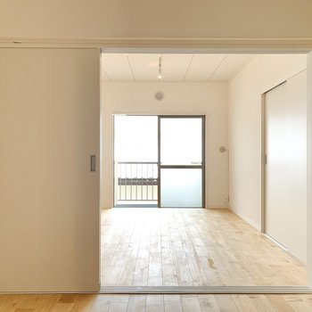 【洋室】扉を開けておけばLDKからの光も取り込めます。※写真は前回募集時のもの