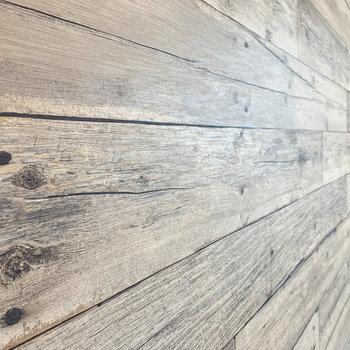 【ディテール】木目調の壁が落ち着いた雰囲気に。