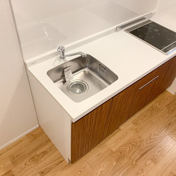 2口IHで調理スペースも確保されています。