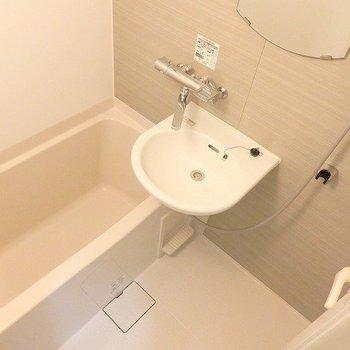 ユニットバスだけど、トイレは別です!※写真は2階の同間取り別部屋のものです