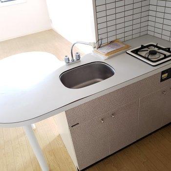 まんまるかわいらしいカウンターシステムキッチン★(※写真は7階の同間取り別部屋のものです)