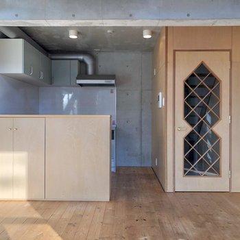 【LDK】キッチンは対面式になっています。