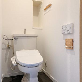 温水洗浄付きのトイレです。