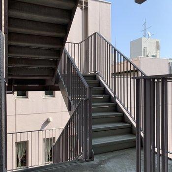 階段も大きめです。