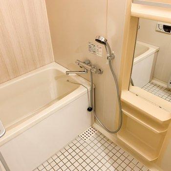 お風呂は木目調のシートでリニューアルしてますよ!※写真は似た間取りの別部屋です