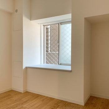 【洋室】こちらは寝室部屋としても。