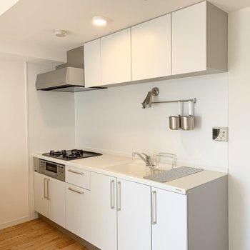 この大きなキッチン!天板は人工大理石でお手入れ簡単※写真は似た間取りの別部屋です