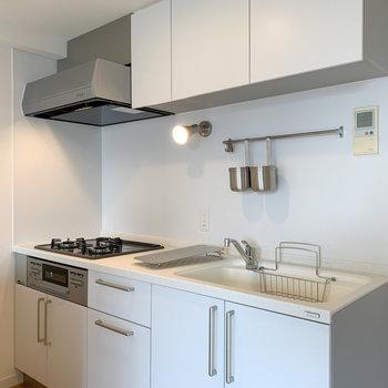 【LDK】この大きなキッチン!天板は人工大理石でお手入れ簡単