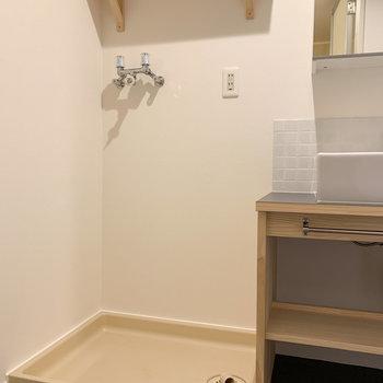 隣は、洗濯機置き場です。