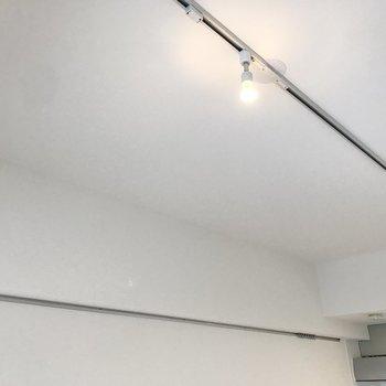 【LDK 】照明はスポットライト。ペンダントライトも設置可能です。