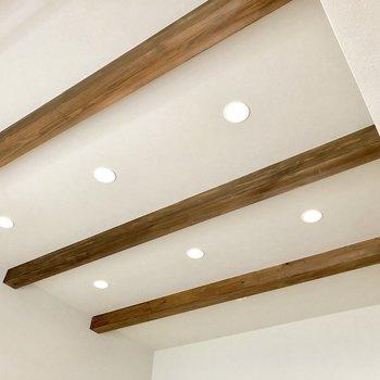 天井はこう!カフェのようお洒落な空間へと演出。(※写真は清掃前です)