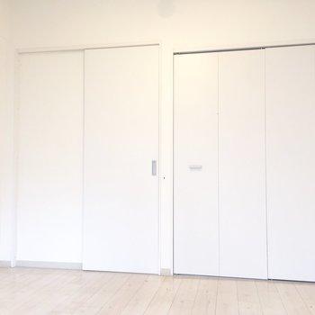 扉は引き戸なので空間を広く使えます。