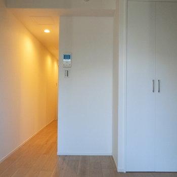 廊下からの照明の明かり※写真は2階の同間取り別部屋のものです
