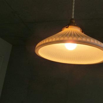 あたたかめの照明※写真は2階の同間取り別部屋のものです