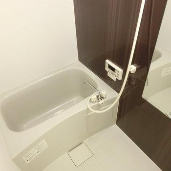 シンプルなお風呂※写真は2階の同間取り別部屋のものです