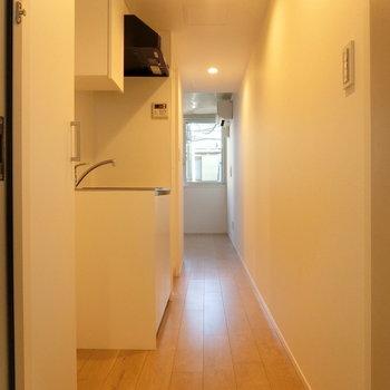 玄関からの眺め※写真は2階の同間取り別部屋のものです