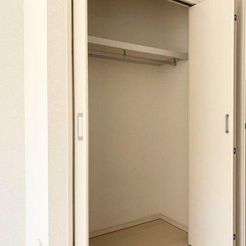 ドアの脇にはクローゼット。