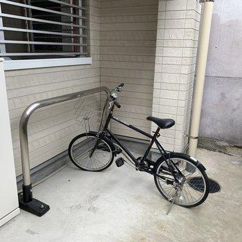 さらに奥には自転車置場も。