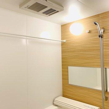 雨の日に嬉しい浴室乾燥機も。