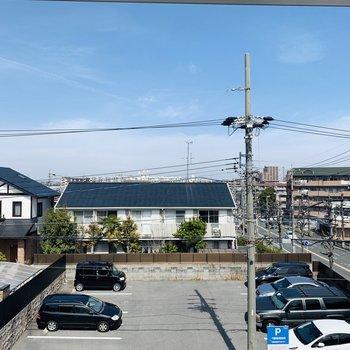 眺望は駐車場なので開放的。
