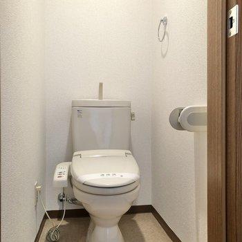 2つあるドアのうち、もう1つはトイレでした。