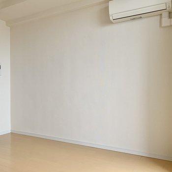 白のラックを置いてもいいですね※写真は14階の同間取り別部屋のものです