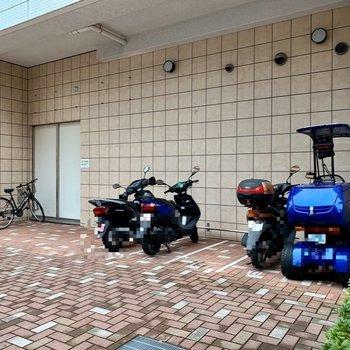 バイク置き場はここにも